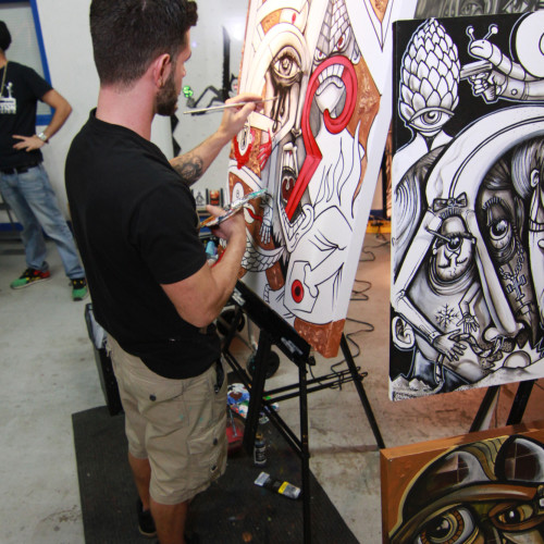 Artist Jay Oliveira working on his live piece!